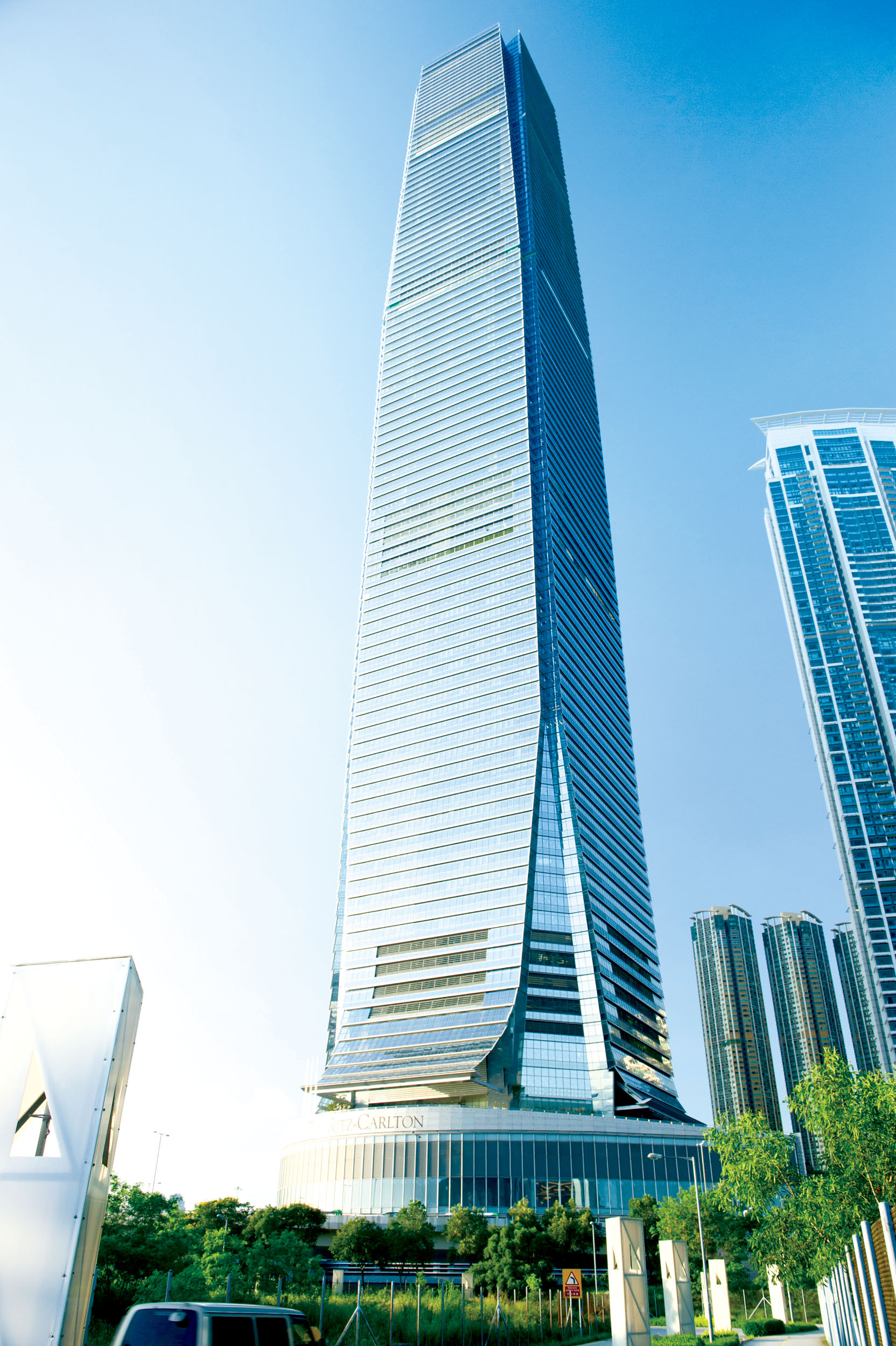 a history of the rise of hong kong as a commercial and financial center From the onset of the shanghai world financial center project, its developers targeted a cutting-edge, mixed use mega-complex that would serve a multitude of tenant.